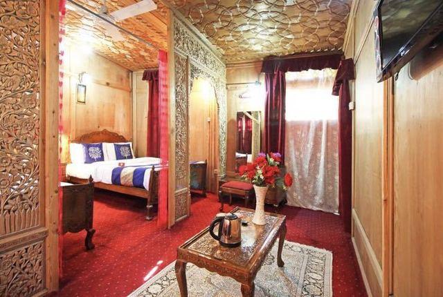lake-victoria-group-of-house-boat-srinagar-deluxe-room-94447703180-jpeg-fs