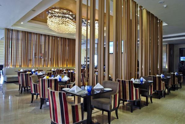 Radisson_Blu_Jaipur_restaurant_(1)
