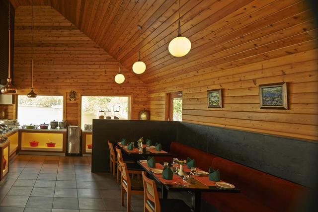 club-mahindra-ashtamudi-kollam-dining-room-28667295fs