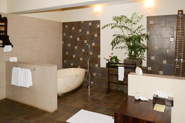 English_Cottage_Room_Bathroom_(1)
