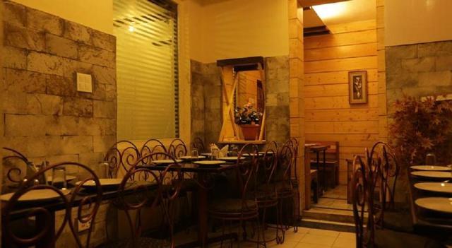 hotel-ganga-shimla-restaurant-3-46543621419fs