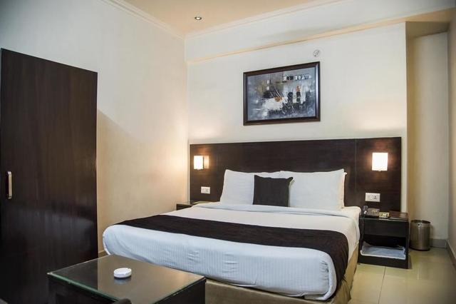 Anr Hotels Lucknow Room Rates Reviews Amp Deals