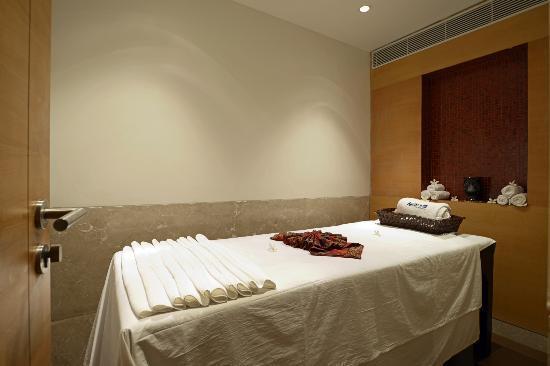 radisson-blu-hotel-ahmedabad_(6)
