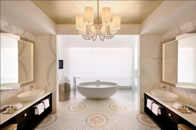 Suite_-_Bath_Area