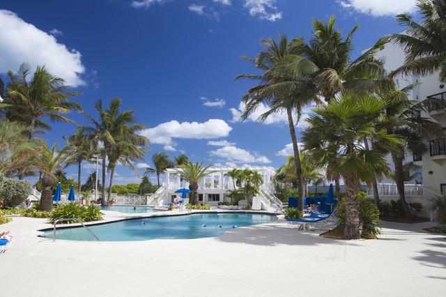 712efb4f 045bde07 70f41095 425 Ocean Drive South Beach Miami