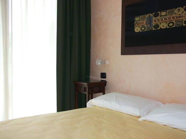 Le Terrazze Sul Lago Residence & Hotel, Padenghe Sul Garda. Use ...