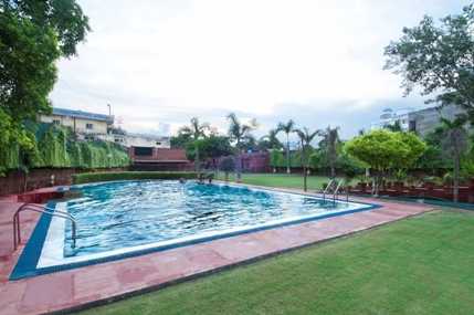 Swimming_Pool_View_With_Garden