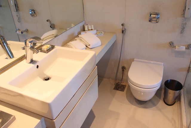 Premium_Room_Bathroom_(1)