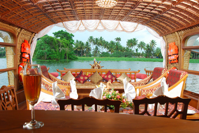 Lake Palace A Luxury Backwater Resort Alleppey Room