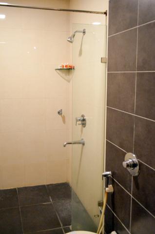 AC_Family_Bathroom_(3)