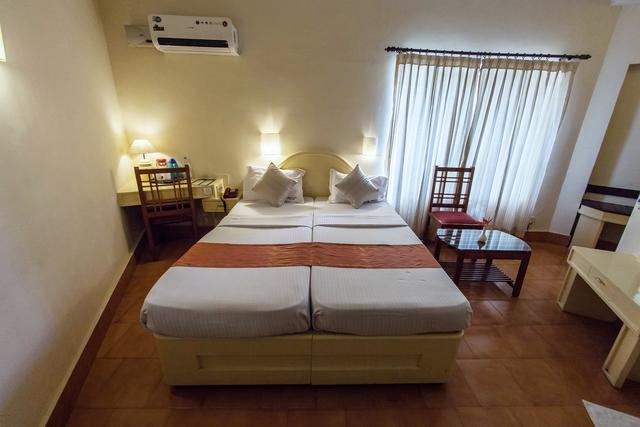 AC_Deluxe_Room_Bedroom