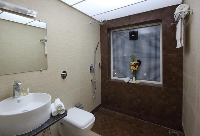 Deluxe_Room_bathroom