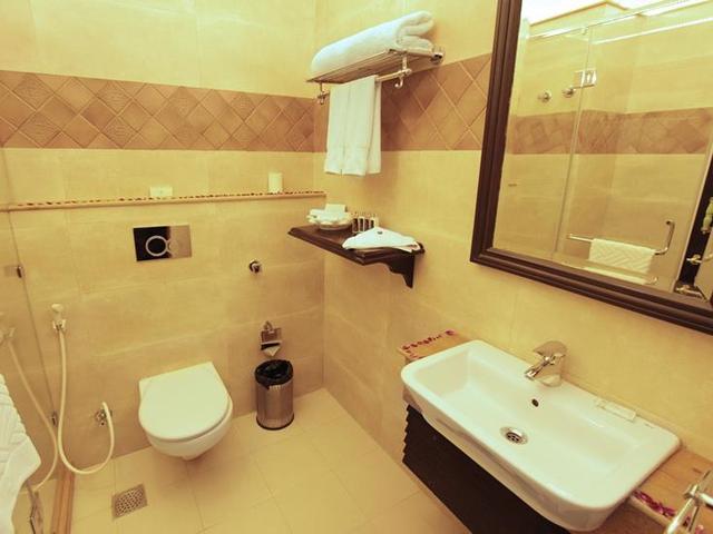 Luxury_Suite_Bathroom