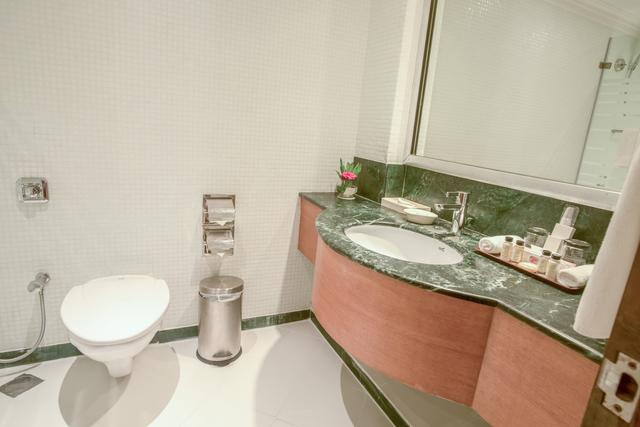 Garden_View_bathroom1