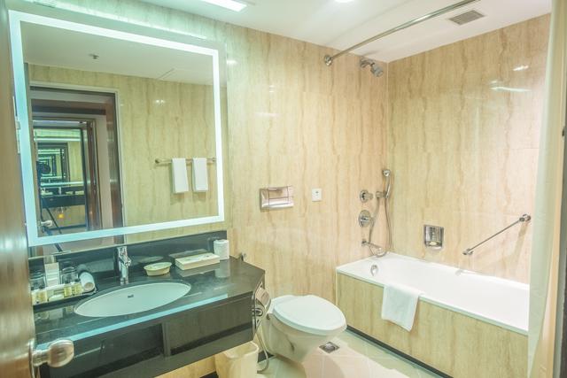 Superior_room_Bathroom_1a