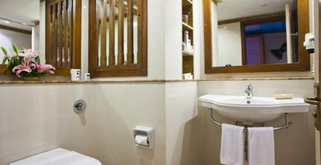 Standard_Washroom_1
