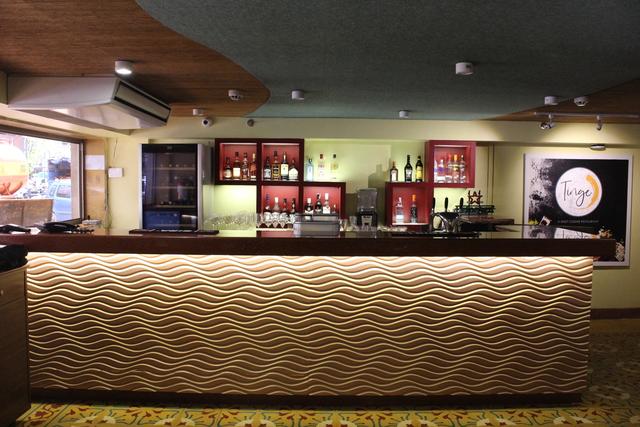 Tinge_Restaurant_Bar_Counter___Display