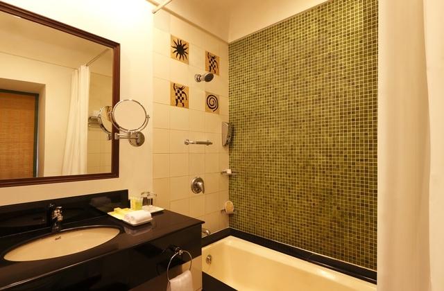 LTABR-Regular_bathroom_(OTA_only)