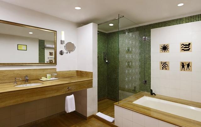 LTABR-Terrace_suite_bathroom_(OTA_only)