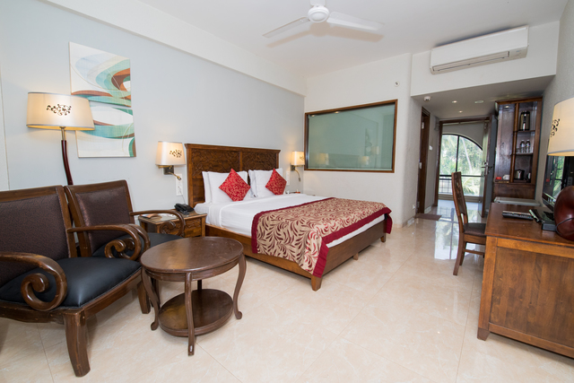 Grand_Deluxe_Pool_View_Room
