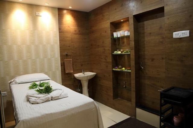 vishwaratna-hotel-guwahati-salon-spa-28620652fs