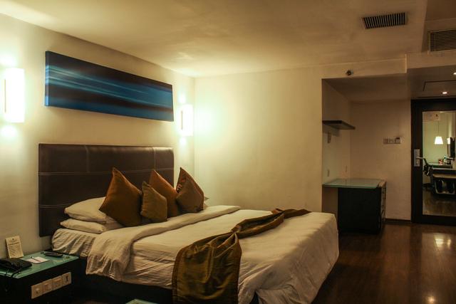 Junior_Suite_Room_(1)