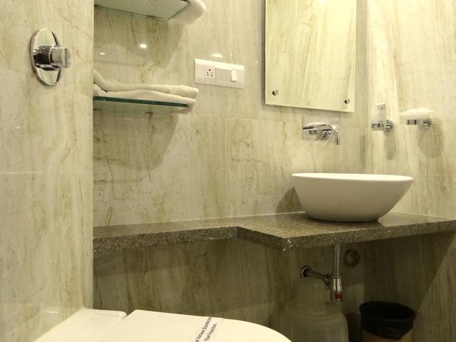 hotel-crown-palace-indore-washroom-84339607239-jpeg-fs