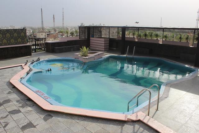Swimming_Pool_1