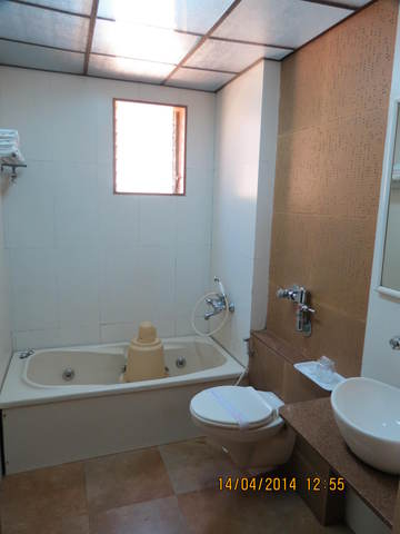Executive_Room_bath_ROOM_(2)