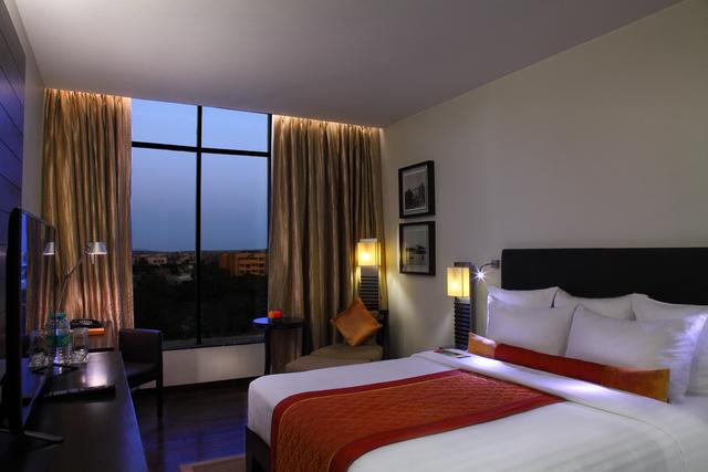 Club_Myra_Room