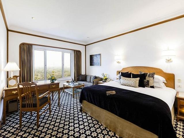 The-Taj-Club-Room