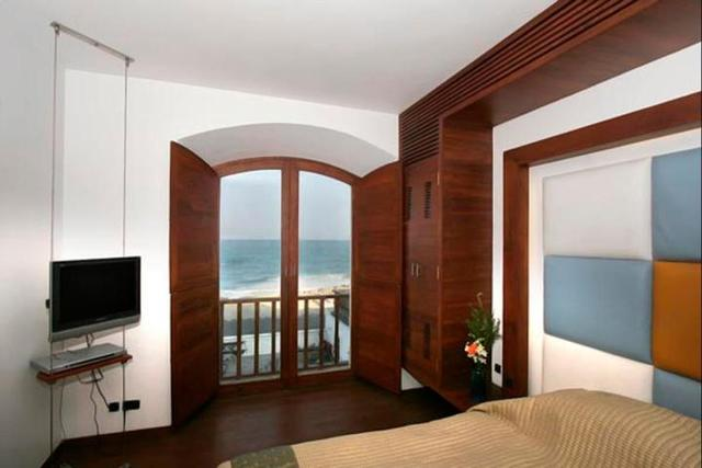 Sea_View_Room