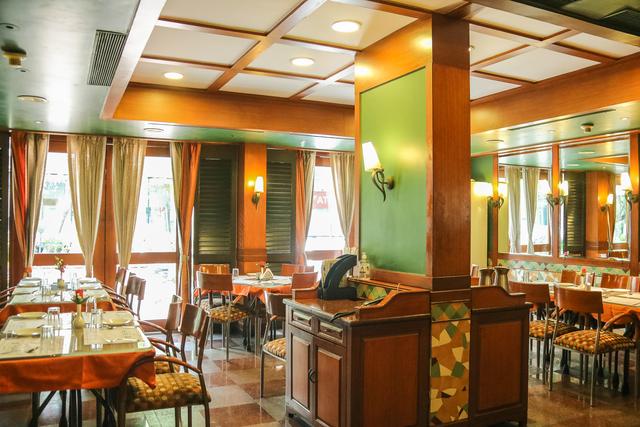 Restaurant_Oakwood_Cafe_(3)