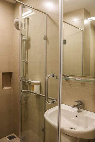 Superior_Single_Room_Bathroom_(1)