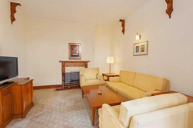Suite-_Living_room
