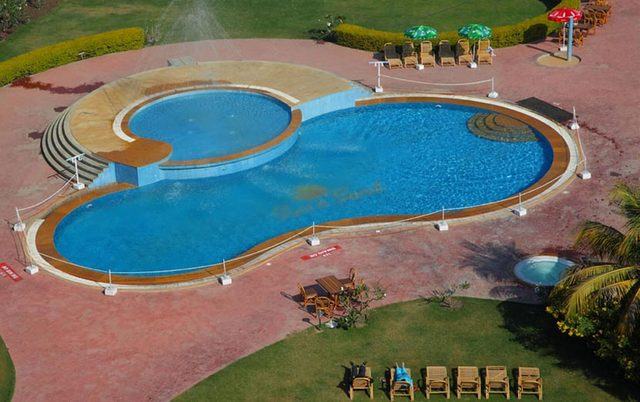 Sun n sand hotel shirdi room rates reviews deals for Agus hotel swimming pool rates