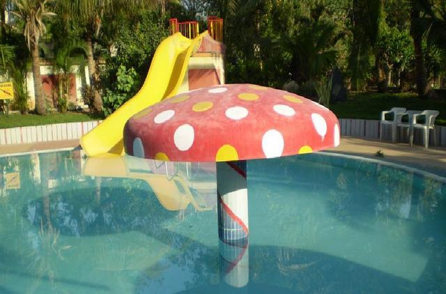 Kids_swimming_Pool_1