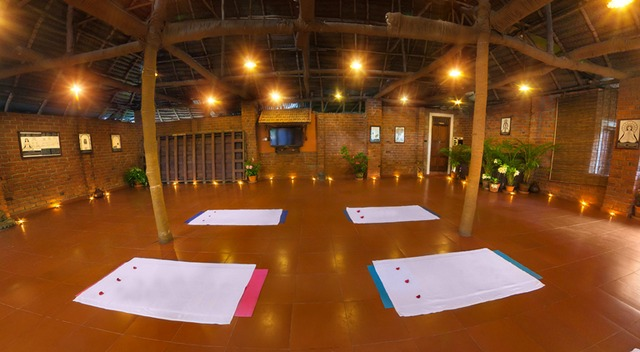 Yoga_hall_photo1