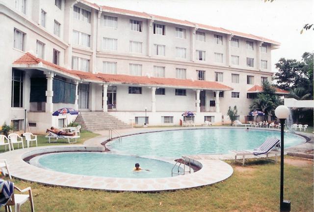 Pool_side
