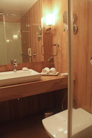 premium_bathroom_1