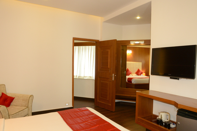 Executive_Suite_Room_(2)