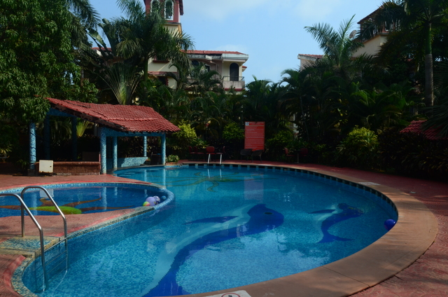 Country club de goa goa room rates reviews deals for Resorts in goa with private swimming pool