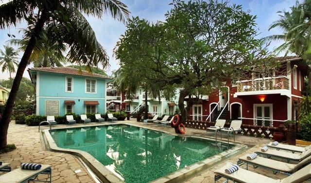 Aldeia santa rita goa room rates reviews deals for Agus hotel swimming pool rates