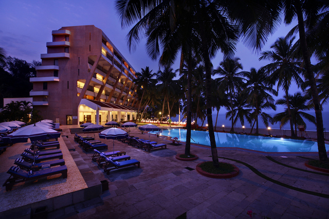 Bogmallo beach resort goa use coupon code bestbuy for Resorts in goa with private swimming pool