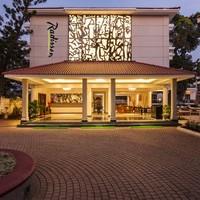 Hotel_Driveway_(1)