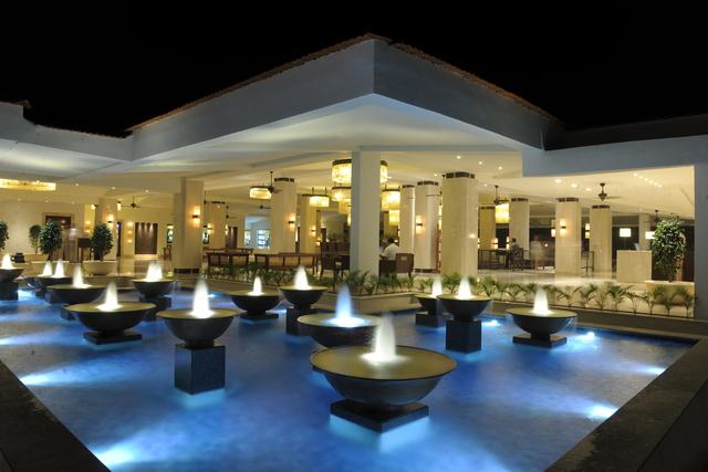 3_Lobby_Fountain