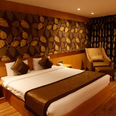 luxury_room-400x400_c