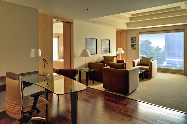 Grand_Hyatt_Mumbai_-_Grand_Executie_Suite_Living_Room