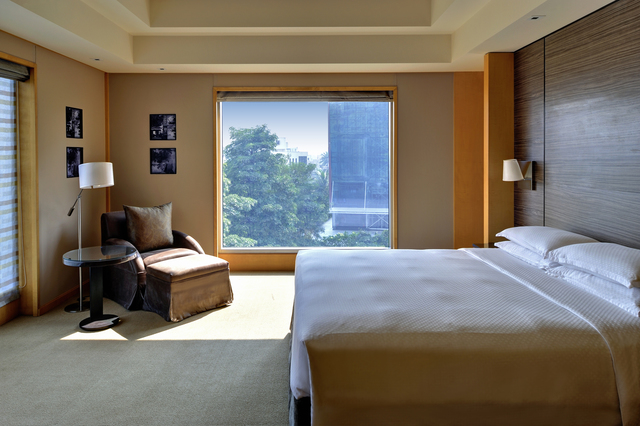 Grand_Hyatt_Mumbai_-_Grand_Executive_Suite_Bedroom