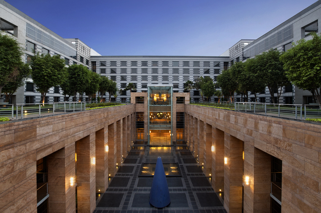 Grand_Hyatt_Mumbai_-_Upper_Couryard_Facade